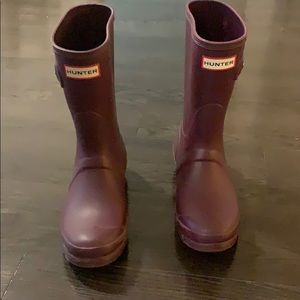 Great condition hunter boots! Size 6.